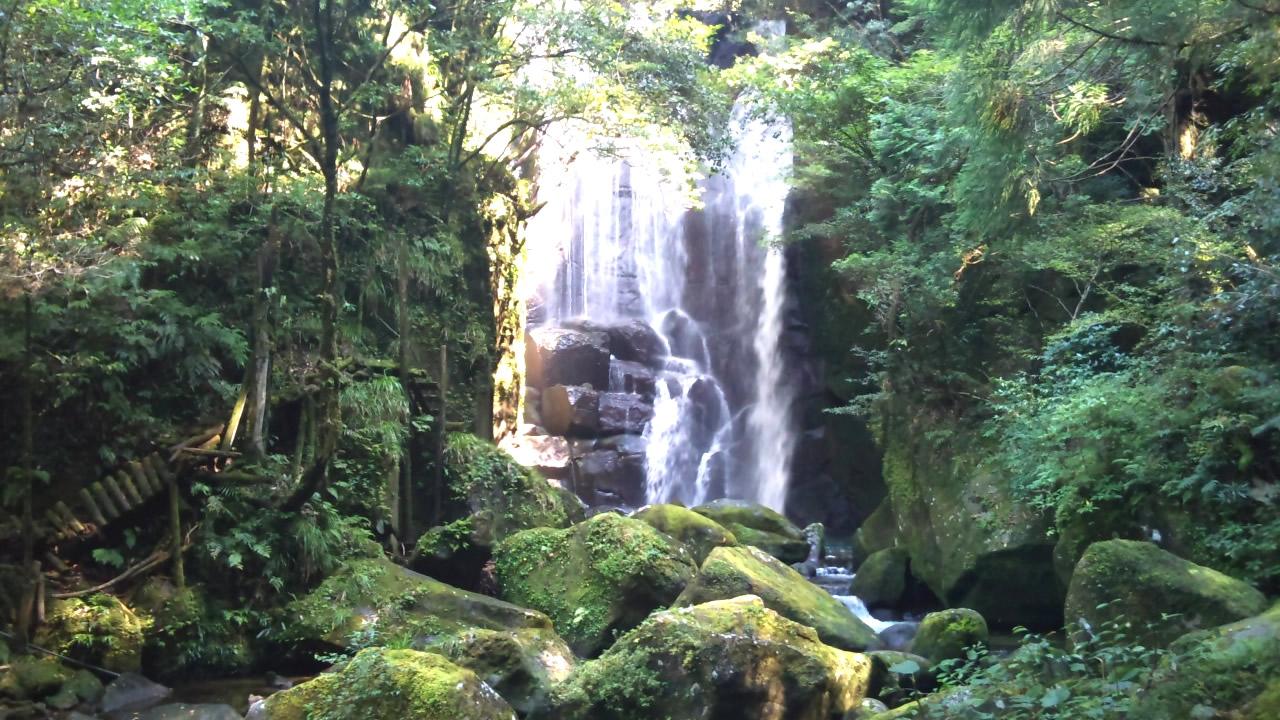 美しさと迫力の滝[桑ノ木の滝(くわのきのたき)]和歌山県新宮市