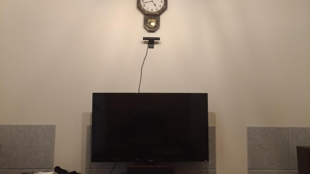 PlayStationカメラを部屋の壁に設置